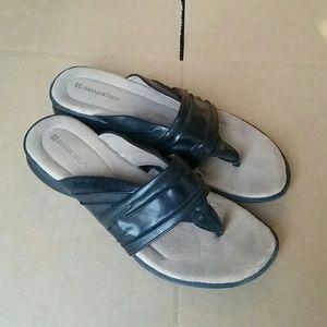 Naturalizer Joi sandals thongs black size 8